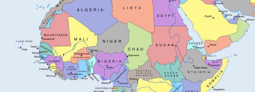 Detalle del continente de áfrica en mapa geográfico ampliado. Los nombres de los países pintados de distintos colores.