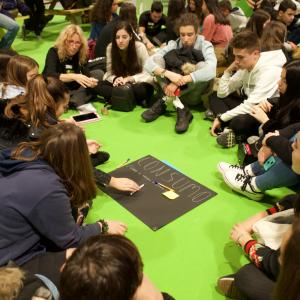 Ambientech debate con jóvenes sobre consumo para conseguir un consumo sostenible.